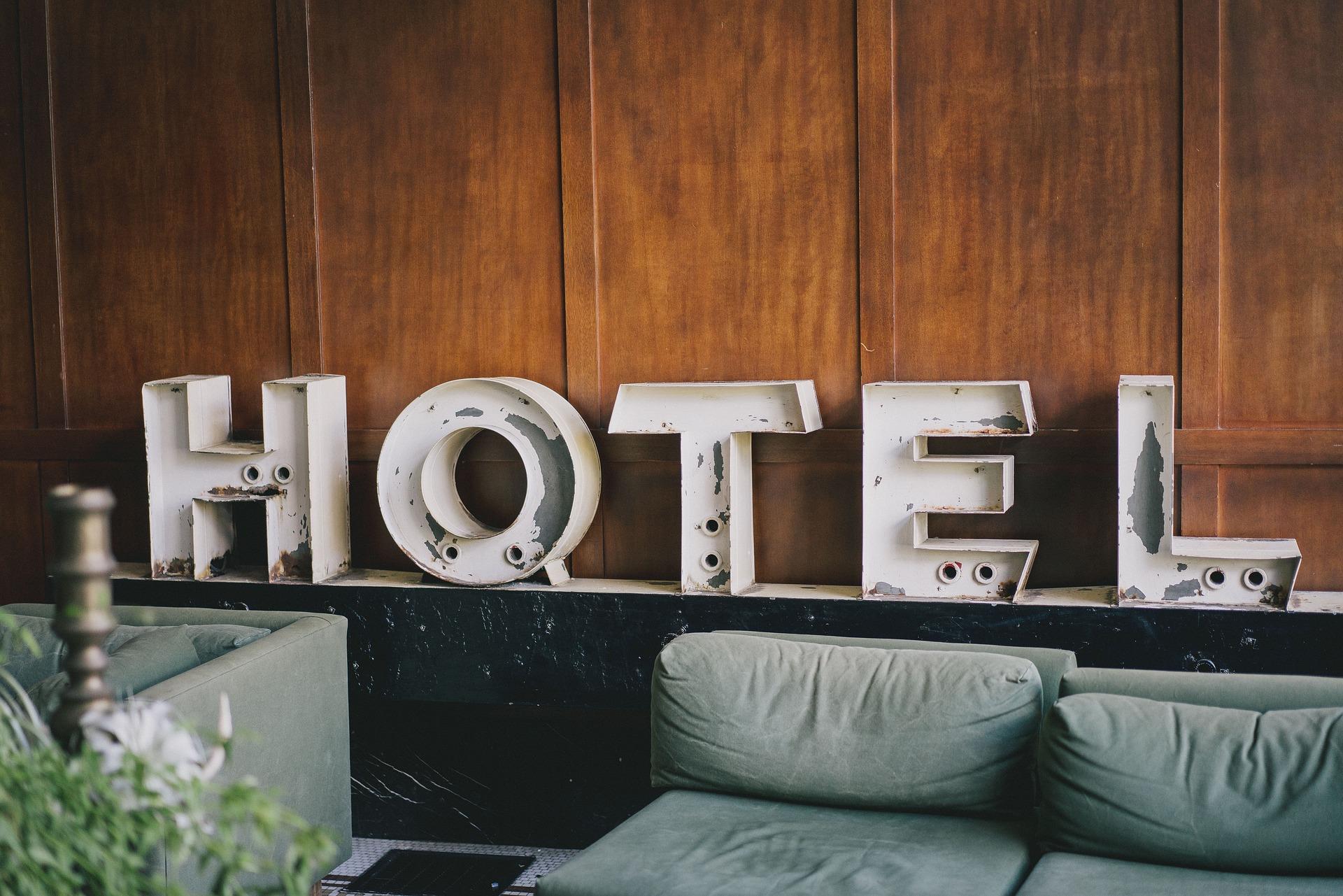 foto de letras que deletrean HOTEL